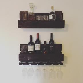 Whisky- og vin reol. Brugt sammen som et - Århus - Whisky- og vin reol. Brugt sammen som et sæt, men kan også godt sælges enkeltvis til 300 kr pr. Styk. - Århus