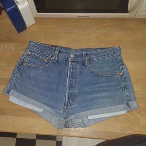 Levis shorts. Der står w31 i buksen, M - København - Levi's shorts. Der står w31 i buksen, MEN de svarer til en medium. Har selv lige købt dem her på Tradono, men de er for små
