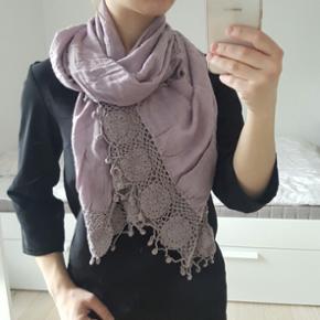 Lovely violet scarf with laces - København - Lovely violet scarf with laces - København