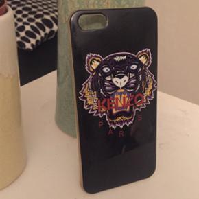 Kenzo cover til iPhone 5. Den er lidt sl - Otterup - Kenzo cover til iPhone 5. Den er lidt slidt og har misfarvninger på siden. - Otterup