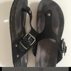 CaShott sandaler - brugt en gang. Virkel - Kolding - CaShott sandaler - brugt en gang. Virkelig flotte. Nypris 750kr. Små i størrelsen str 42, men svarer til str 41. - Kolding