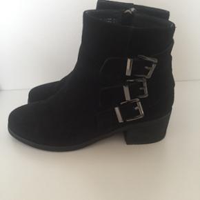 Stylesnob støvler str.36. Nypris var 13 - Aalborg  - Stylesnob støvler str.36. Nypris var 1300 kr. - støvlerne er brugt få gange. - Aalborg