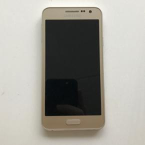 Samsung Galaxy A3 16GB+128GB. Excellent  - København - Samsung Galaxy A3 16GB+128GB. Excellent condition, used for a year. No scratches on screen. Single small mark on the side of the phone. 16GB internal memory, plus 128GB memory card. - København