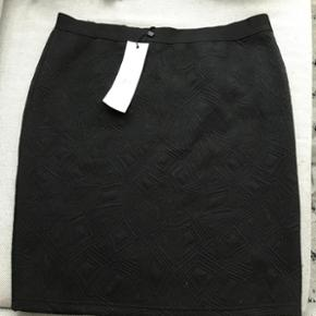 Stram nederdel fra Milla Helt ny, stadig - Randers - Stram nederdel fra Milla Helt ny, stadig med mærke. Str M Byd - Jeg sender ikke - Befinder sig i Randers C - Randers