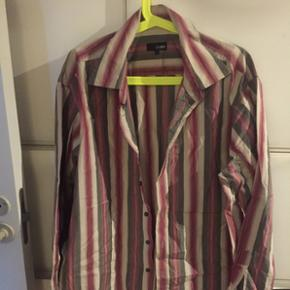 Men's casual/evening shirt from Peter We - København - Men's casual/evening shirt from Peter Werth collection, great English designer, showing size5, 50cm collar, 55cm armpit to cuff, 60cm armpit to armpit MAKE A BID !! Fishing bids not answered - København