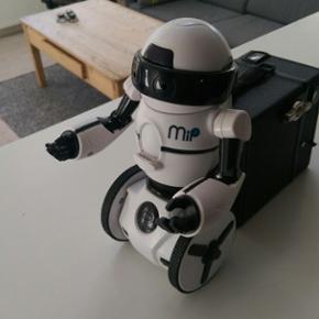 WowWee MiP Robot Styres via app på mobi - Århus - WowWee MiP Robot Styres via app på mobil eller tablet Har desværre ikke æsken, men er så god som ny og næsten ikke brugt. Nypris 799,- Se også mine 75 andre annoncer. - Århus