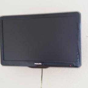 """LCD, Philips , 22"""" , widescreen, Sælger - Århus - LCD, Philips , 22"""" , widescreen, Sælger mit TV, da er flyttet og ikke længere har brug for det. Nypris var 2699kr., men det er i hvert fald en 6-7 år gammelt. Det fungerer dog upåklageligt og fejler absolut Det er et 22 tommer, widescreen TV  - Århus"""