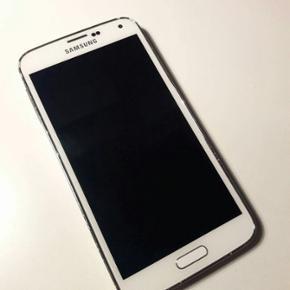 Samsung galaxy s5 i hvid. Små skrammer  - Århus - Samsung galaxy s5 i hvid. Små skrammer i kanten, men ingen ridser på bagside eller i skærm. Virker som den skal.. Nyt gennemsigtigt cover med sølvkanter medfølger. - Århus