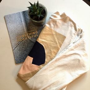 """Stine Goya sweatshirt med et lille brugs - København - Stine Goya sweatshirt med et lille brugsspor. Brugt 3 gange! Np. Var omkring 1200 Dampes inden den bliver solgt, så """"krøllerne"""" forsvinder - København"""