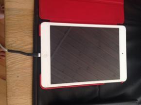 IPad mini med kasse uden lader med 16 GB - Hjørring - IPad mini med kasse uden lader med 16 GB rigtig fin stand fejler intet - Hjørring