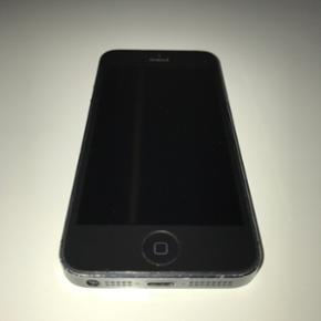 - iPhone 5 16 GB - Ombyttet, 1 år gamme - Esbjerg - - iPhone 5 16 GB - Ombyttet, 1 år gammel - Der medfølger bon og 1 års garanti (købt i Elgiganten) - Oprindelig iPhone itui medfølger - uden høretelefoner og oplader Byd! - Esbjerg