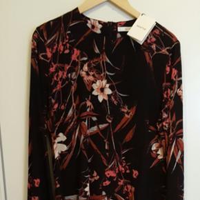 Mary blouse fra gestuz. Str 42. Aldrig b - Aalborg  - Mary blouse fra gestuz. Str 42. Aldrig brugt, mærket sidder stadig på. Sælges for 400kr - Aalborg
