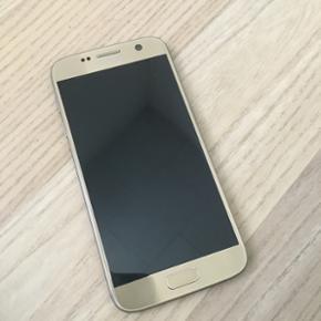 Samsung Galaxy S7 guld, 32 GB. Købt den - København - Samsung Galaxy S7 guld, 32 GB. Købt den 28/12/2016. Kvittering haves Medfølger: Trådløs stander med fast charge SD kort 256gb Samsung VR briller Købspris for tlf 5280kr - København