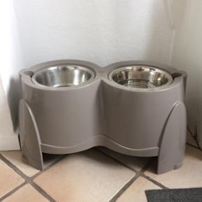 Hunde foderstativ Ergo Feeder 28 cm høj - Esbjerg - Hunde foderstativ Ergo Feeder 28 cm høj. Ny pris kr. 369,- kom med et bud. - Esbjerg