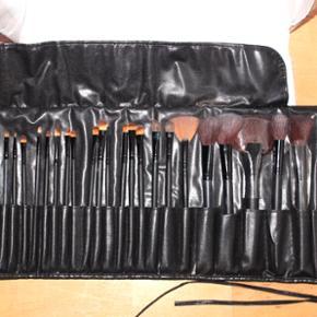 22 makeup-børster sælges samlet. 3 af  - København - 22 makeup-børster sælges samlet. 3 af dem har været lettere brugt, resten er nye ! BYD gerne