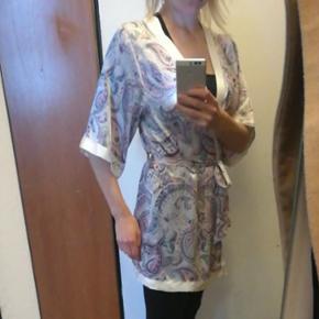 Dressing-gown fra h&m brugt 1 gang str.  - Århus - Dressing-gown fra h&m brugt 1 gang str. 36. - Århus