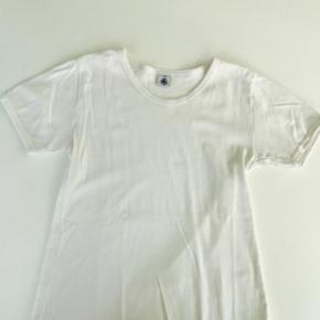 Børnetøj 4x hvide t-shirts fra Petit B - København - Børnetøj 4x hvide t-shirts fra Petit Bateau Små i størrelsen - som xs Som nye Obs. Køber betaler selv fragt eller henter på adresse Handler gerne via mobilepay - København