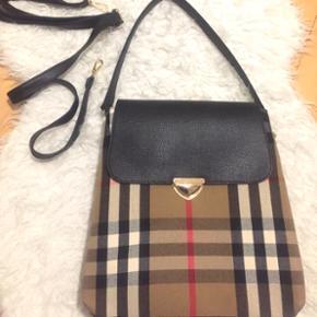 Billige tasker BYD BYD BYD - Ingen fast  - Roskilde - Billige tasker BYD BYD BYD - Ingen fast pris :) Den første taske kan man bruge som både rygtaske/rygsæk og hånd/skulder taske :) - Roskilde