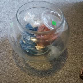 Fiske bowl med foder sten og muslinger a - Ringsted - Fiske bowl med foder sten og muslinger alt er blevet skoldet af efter min fisk døde for 2 år siden. Køber henter selv - Ringsted