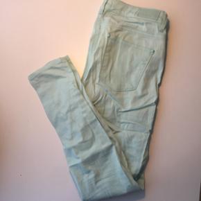Mint grønne jeans fra gina tricot. Brug - Aalborg  - Mint grønne jeans fra gina tricot. Brugt få gange. Str. 38. - Aalborg