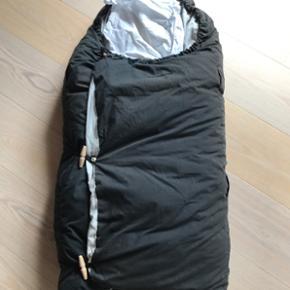Drømmeposen, med to dundyner i. GMB, be - Skive - Drømmeposen, med to dundyner i. GMB, betrækket er falmet og der er lidt fnuller på betrækket inden i posen, men den fejler intet. Kan bruges med en eller to dyner, alt efter årstiden. - Skive