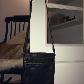 Lækker taske i ægte læder - god til d - Aalborg  - Lækker taske i ægte læder - god til det mest nødvendige. Nypris 500kr. - Aalborg