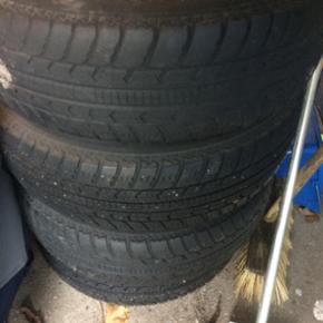 Dæk + fælge 75/165R Fra Peugeot 206sw  - Aalborg  - Dæk + fælge 75/165R Fra Peugeot 206sw To dæk med rimeligt mønster. Vist sommerdæk. - Aalborg