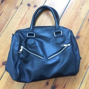 Gina tricot håndtaske i imiteret kæder - København - Gina tricot håndtaske i imiteret kæder, brugt få gange, som ny - København