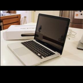 """MacBook Pro, MD314LL, 2,8 GHz Intel Core - Århus - MacBook Pro, MD314LL, 2,8 GHz Intel Core i7 GHz, 16 GB ram, 250 GB flashdrive, kvalitets MacBook! Har sat flere ram i for stærkere ydeevne. MacBook Pro 13"""". Købt i 2012 og kvittering haves. Perfekt til grafisk arbejde og skole arbejde. Oplader  - Århus"""