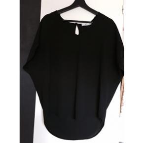Sort bluse, i størrelse S/M. Aldrig bug - Køge - Sort bluse, i størrelse S/M. Aldrig bugt. BYD!