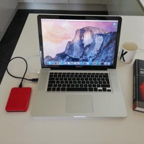 """MacBook Pro, Ultimo 2008, 2,4 GHz Intel  - Århus - MacBook Pro, Ultimo 2008, 2,4 GHz Intel Core 2 Duo GHz, 4 GB ram, 250 GB harddisk, God Rigtig fin MacBook Pro 15"""" fra ultimo 2008 Opgraderet til 4GB ram Fuldstændig nyformateret og klar til brug med OSX Yosemite (10.10.5) Fuld specification på  - Århus"""