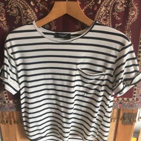 Stribet t-shirt i størrelse s fra Siste - Odense - Stribet t-shirt i størrelse s fra Sisters Point. Byd!! Køber betaler fragt☀️ - Odense