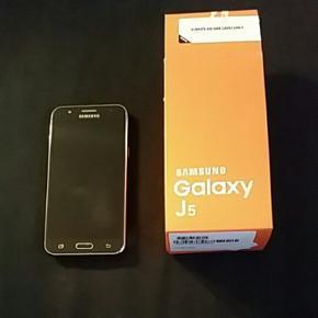 Samsung galaxy j5 13 MP-kamera med en ly - Århus - Samsung galaxy j5 13 MP-kamera med en lysfølsom linse, der giver klare og flotte billeder, selv under mindre gode lysforhold. Desuden med sjove selfie-funktioner og blitz til kameraet på både for- og bagsiden. Frontkamera 5 MP. Cover med magne - Århus