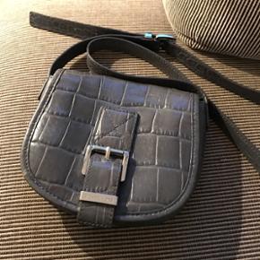 Cute small grey Michael Kors handbag. Ha - København - Cute small grey Michael Kors handbag. Hardly ever used. Was 950kr - København