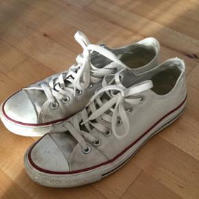 Converse all Star sneakers i hvid str. 4 - Århus - Converse all Star sneakers i hvid str. 40. Ikke særlige tegn på slidtage. Trænger måske til en tur i vaskemaskinen. Byd gerne - Århus