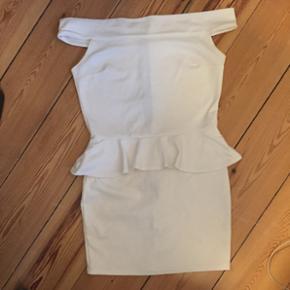 Nelly off shoulder kjole Str medium - br - Århus - Nelly off shoulder kjole Str medium - brugt 1 gang Sælges billigt! - Århus