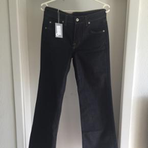 Dame jeans mærket Paul&Joe. Mærke fra  - Odense - Dame jeans mærket Paul&Joe. Mærke fra Paris. Har to par men nøjagtig samme farve og model. Str. 28 og 29. Nyprisen er 1800 kr. - Odense