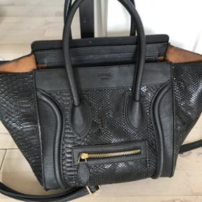 Jeg sælger min elskede Celine taske bil - Roskilde - Jeg sælger min elskede Celine taske billigt, da jeg ikke rigtig får den brugt. Nypris er omkring 16.000kr, og den er købt i Tyskland. Jeg har kvittering og ægthedsbevis - Roskilde