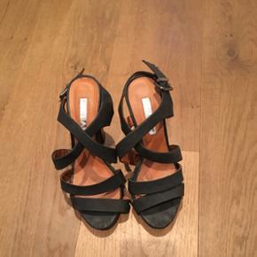 Sandal med hæl. Brugt 2 gange - Esbjerg - Sandal med hæl. Brugt 2 gange - Esbjerg