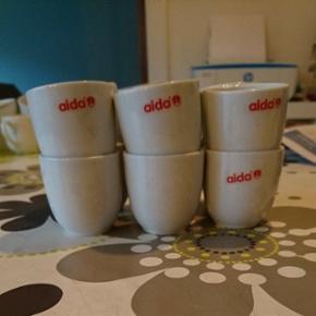 12 stk Aida æggebægere! Aldrig brugt o - Vejle - 12 stk Aida æggebægere! Aldrig brugt og fejler intet. Der er dog ved en af dem der er et lille skår i, men ikke af noget betydning. - Vejle