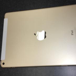 IPad air købt for et år siden men er b - Århus - IPad air købt for et år siden men er brugt meget minimalt i starten. Har været slukket de sidste 6 mdr. Guldfarvet og med hvid kant på skærmen. Model nr A1567 på iPad Air 2 Wi-Fi + Cellular (simkort indgang). 64 GB. Købt hos Telia og kvitt - Århus