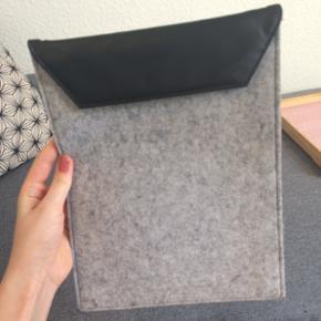 IPad coveret er i filt og plæder. Den e - Esbjerg - IPad coveret er i filt og plæder. Den er vist købt i Netto. Den bliver brugt til en iPad 2, men kan sikker godt passe andre ting. - Esbjerg