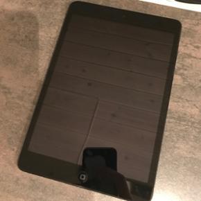 IPad mini 1. gen 16GB sort, sælges da d - Silkeborg - IPad mini 1. gen 16GB sort, sælges da den ikke bliver brugt. Der medfølger kun iPad'en da laderen er gået i stykker. iPad'en er i fin stand, men med et par overfladiske ridser, skærmen er også i god stand, ingen flænger eller noget. Er c - Silkeborg