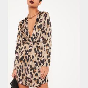 To helt nye Missguided kjoler i str 36-3 - Århus - To helt nye Missguided kjoler i str 36-38 begge - den ene er i leopard som på billedet og den anden i helt sort. Np pr. Stk 390kr - Århus