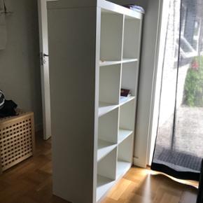 Sælger mine 2 rumdelere, da jeg gerne v - Holbæk - Sælger mine 2 rumdelere, da jeg gerne vil indrette mit værelse anderledes. Hvis du vil købe begge reoler, kan i få dem for 800 kr. og hvis du vil have en så 500 kr. De er i meget fin stand, og kan bruges til en masse ting, og har også 4 so - Holbæk