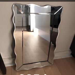 Spritnyt (lille) spejl fra Lisbeth Dahl  - København - Spritnyt (lille) spejl fra Lisbeth Dahl - har aldrig brugt. Det står stadig i emballagen. Bemærk mål ca. 32 x 49. BYD Pt er der bud på 125 kr - budrunde slutter 24 timer efter sidste bud - København