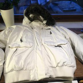 Org. The North Face dame jakke. I rigtig - Esbjerg - Org. The North Face dame jakke. I rigtig god stand, dog et lille brændemærke som også ses på billede Byd gerne - Esbjerg