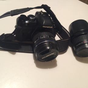 Kamera fra Olympus, brugt sjældent. Kam - Skive - Kamera fra Olympus, brugt sjældent. Kamerataske fra Lowepro, i fin stand. BYD :) ( kan købes samlet eller hver for sig). - Skive