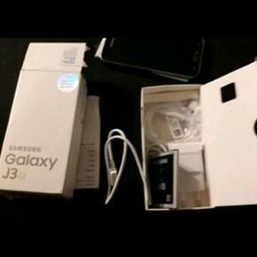 """Samsung galaxy j3 sort, har en 5"""" super  - Århus - Samsung galaxy j3 sort, har en 5"""" super AMOLED-skærm Bagkamera 8 MP frontkamera 5 MP 8 GB intern Købt d 30 december 2016, jeg har kvittering, fejler intet. Som ny næsten ikke brugt. BYD BYD - Århus"""