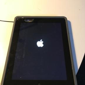 IPad 4 med ødelagt glas, skærmen virke - Esbjerg - IPad 4 med ødelagt glas, skærmen virker fint. Fin stand ellers. - Esbjerg